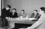 державне працевлаштування відбувається в кабінеті ректора І.М.Буланкіна. Поруч із ним по центру М.П.Жукова