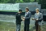 Плохов Сергей Семенович и Гирка Игорь на Мемориале вручают комсомольскую путевку Мороховскому Виктору