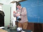 13 лютого 2010 року. Експериментальний тур обласної олімпіади з фізики. О.Ю. Антуф'єв грає доброго чаклуна