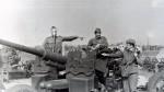 Июль 1983 года. На стрельбах вблизи г. Бердянска. На снимке: Пивовар Виктор (в противогазе), Чабанов Андрей, Сасин Юрий