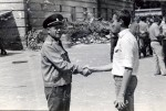 Июль 1983 года. Подполковник Жебулёв вручает зачётную книжку Пивовару В.С. после госэкзамена по военной подготовке