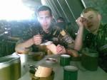 1 июля 2008 года. Столовая воинской части А4104 в городе Чугуеве. Игорь Кириллин и Алексей Гирка за обедом. В первый день кормили практически вкусно