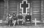 девушки-студентки ХГУ и с ними 2 физтеховца – В.Фареник и М.Сосипатров