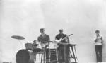 """Група називалась """"LYP"""" (Laugh of Young Physics) та проіснувала досить довго - приблизно до початку 90-х. Фото зроблено приблизно в 1973-1974 роках.Концерт ВІА в актовому залі ФТФ. За ударними Сергій Кнутарєв, з гітарою Анатолій Блінкін, співає Ілля Дикий"""