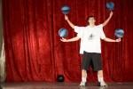 20 грудня 2010 року. 48-й День факультету. На сцені – півфіналісти «Україна має талант 3» Анатолій Лутицький (студент ФЕФ) із напарником демонструють майстерність із баскетбольними м'ячами