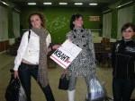 13 грудня 2008 року. Підготовку до 46-го Дня Фізтеху в актовій залі ФТФ прикрашають Анна Легенька (ФЕФ), Наталія Дудіна (ФЕФ) та Марія Михальчук