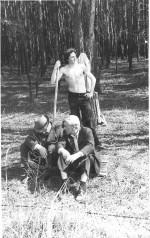 квітень 1977 р. М.М.Макаров, Г.А.Мілютін, В.Ф.Сармін, тягнемо телефонний кабель до пансіонату «Мрія»