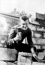 Студент 3-го курса, будущий академик Коля Шульга на строительстве университетской биостанции в Гайдарах (сентябрь 1966)