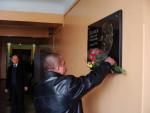 8 лютого 2012 р. Квіти до барельєфа М.Р.Бєляєву покладає випускник 1985 р. В.Д.Авраменко