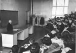 травень 1971 р. А.М.Петросьянц читає лекцію в ауд. 313