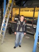 2008 рік. В.М.Гостіщев біля електронного кулера накопичувального кільця ESR у GSI (Дармштадт, Німеччина)