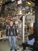 2008 рік. В.М.Гостіщев біля внутрішньої мішені накопичувального кільця ESR у GSI (Дармштадт, Німеччина)