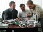 Студент 5-го курсу кафедри експериментальної ядерної фізики О.Дегтярьов розповідає, як треба збирати супутникові прилади