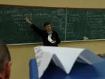 2010 рік. Ст. викладач С.М.Стервоєдов читає лекцію з «цифрової обробки даних»: «наука на крилі літака»
