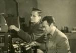1965 р. Молоді науковці В.Ф. Боржковський і В.Д. Сарана в лабораторії кафедри експериментальної ядерної фізики