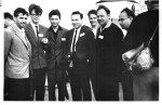 1964 р. Нобелівський лауреат Хофштадтер (США) з групою випускників ФТФ на міжнародній конференції з фізик високих енергій: І.О.Гришаєв, Д.В.Волков, О.С.Литвиненко, Хофштадтер, П.В.Сорокін, Є.В.Інопін, О.В.Ковтун. Дубна, Росія