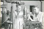 1960-і рр. Професор І.І. Залюбовський і доцент Г. П. Стрєлков визначають якість бетонних виробів і конструкцій в лабораторії кафедри