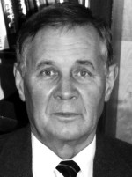професор кафедри фізики плазми академік НАНУ І.М.Карнаухов