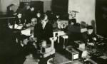 1972 р. Заняття в лабораторії оптики веде В.Т.Грицина