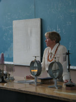 демонстраційний практикум із електрики показує Н.І.Матвєєва