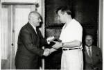 7 марта 1962 г. Председатель ГКАЭ А.М. Петросянц вручает правительственную награду за вклад в развитие атомной науки и техники Я.М. Фогелю