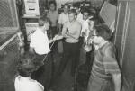 1962 г. Я.М. Фогель (доктор ф.-м. н. в ХФТИ АН УССР) проводит практические занятия со студентами и аспирантами Харьковского университета на установке для распыления металлических пленок ионным пучком. Четвертый слева будущий д. ф.-м. н. В.И. Швачко - ученик Я.М. Фогеля