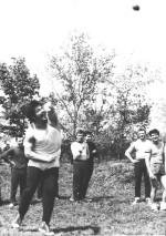 Ядро штовхає В.Д.Воловик, третій Д.В.Чібісов, далі - В.В.Пилипенко, В.О.Черних, О.М.Гетманець