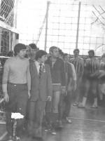 парад спортсменів очолюють М.О.Азарєнков, М.П. Соколов, В.М.Бориско, В.В.Гущин…