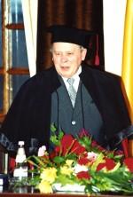 вручення мантії почесного доктора університету С.В.Пелетмінському